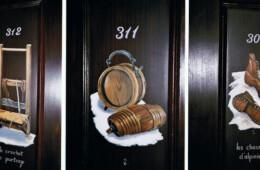 Décor sur portes chambres hôtel Val d'Isère